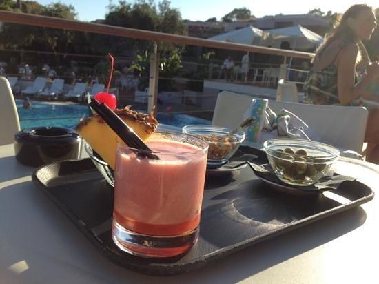 The Free Beach Club : aperitivo a bordo piscina