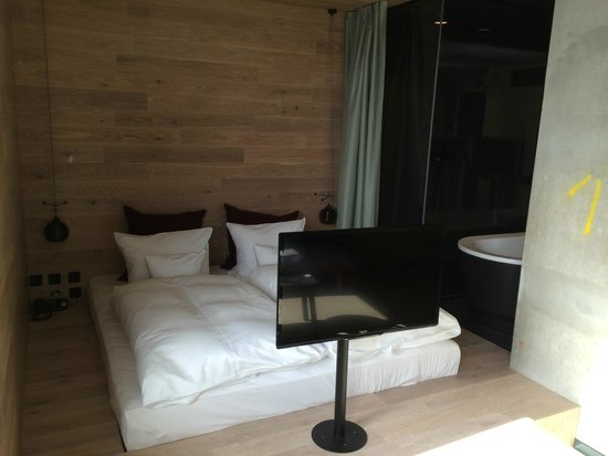 25hours Hotel Bikini Berlin: Lit + TV