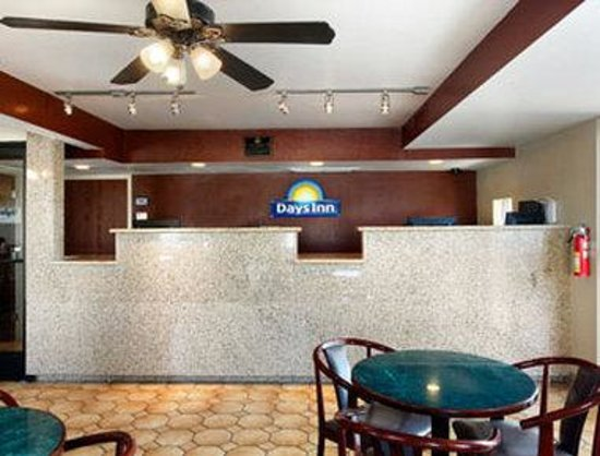 Days Inn & Suites Mesa: Lobby