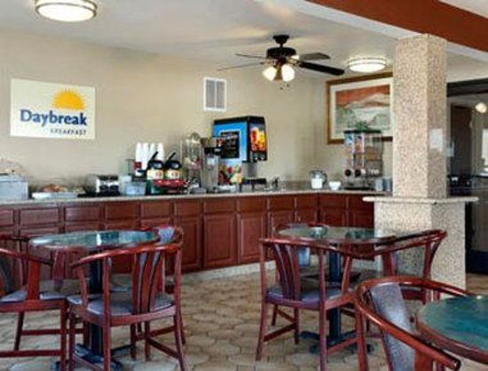 Days Inn & Suites Mesa: Breakfast Area