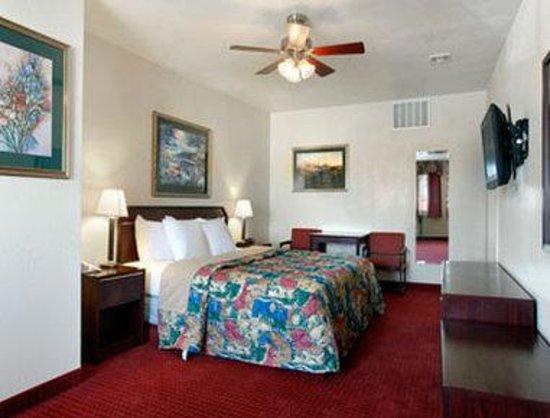 Days Inn & Suites Mesa: Jacuzzi Suite