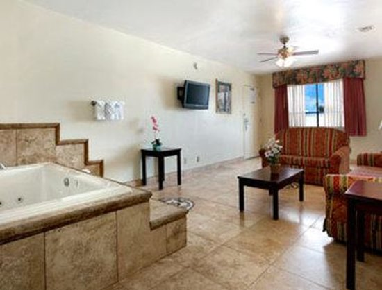 Days Inn & Suites Mesa: Jacuzzi Suite