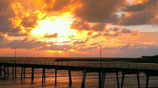 Henleys Holiday Flats: Sunrise at Port Neill Jetty