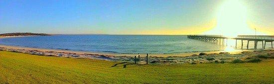 Henleys Holiday Flats: Panaramic Shot of Port Neill beach