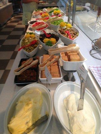Mercure Rome Colosseum Centre: Nice presentation of foods