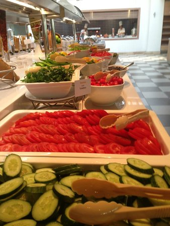 Mercure Rome Colosseum Centre : fresh fruits and salads