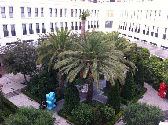 The Westin Valencia: Cour intérieure de l'hotel
