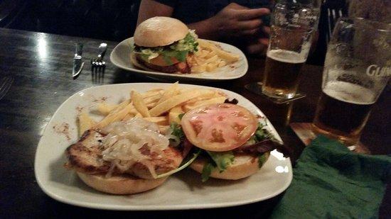 Dunnes Irish Bar Barcelona : Вкуснейшие бургеры