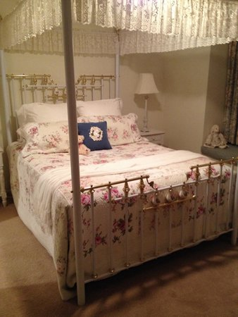 The Silver Birches: Our beautiful bedroom - old school charm