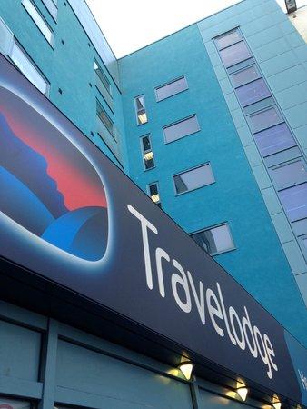 Travelodge Heathrow Terminal 5: Main entrance