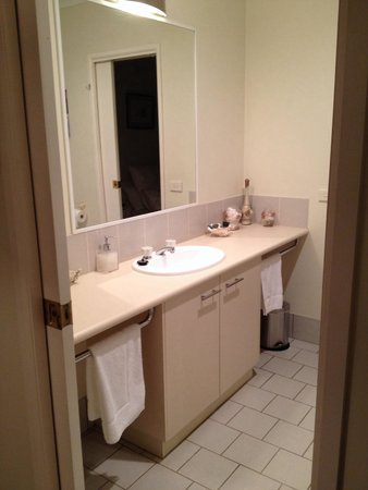 The Silver Birches: The bathroom joins 2 bathrooms