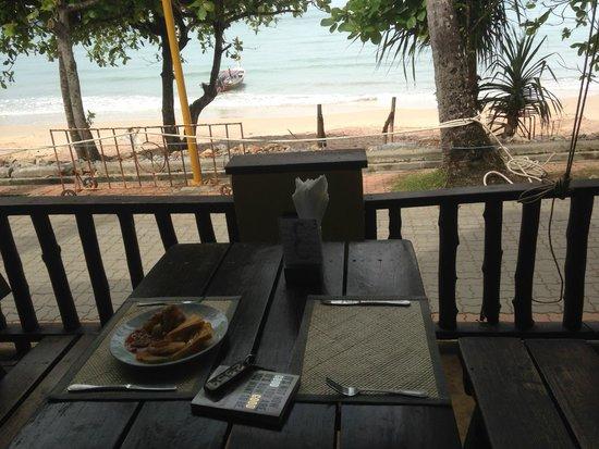 Phra Nang Inn: Petit déjeuner face à la mer
