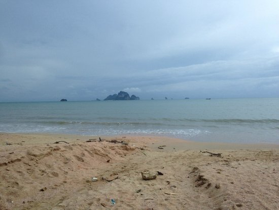Phra Nang Inn: Beach in front of the hotel