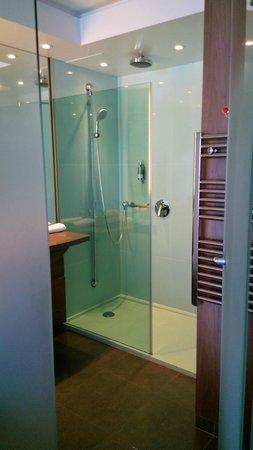 Hotel Oceania Saint Malo : douche à l'italienne