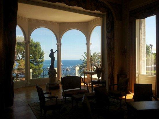 Villa & Jardins Ephrussi de Rothschild: vue du salon...pas mal...
