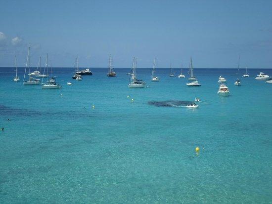 Cala Saona: Barche di fronte alla spiaggia