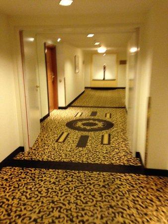 Kempinski Hotel Corvinus Budapest: Hallway