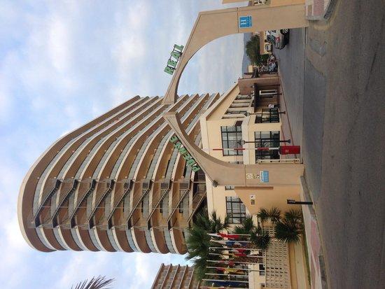 Hotel Puente Real: Hotel entrance