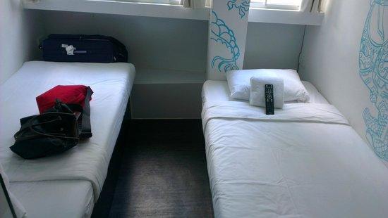 Hop Inn: twin beds