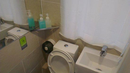 Hop Inn: the toilet bowl next to basin. shampoo and soap provided!