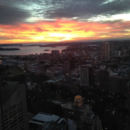 Meriton Serviced Apartments World Tower : Amazing view from the penthouse- sunrise