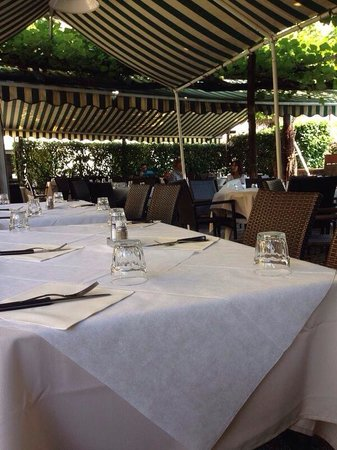 Trattoria Pizzeria Giardino: El restaurante