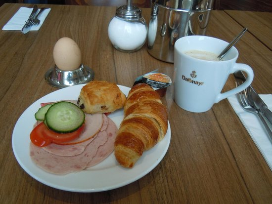 Holiday Inn Express Dresden City Centre: free breakfast