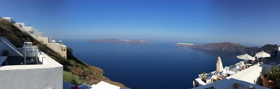 Kasimatis Studios Hotel: view from balcon (thirasia straight ahead and oia left