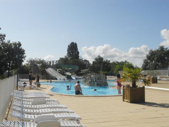 Parc des Allais: belle piscine