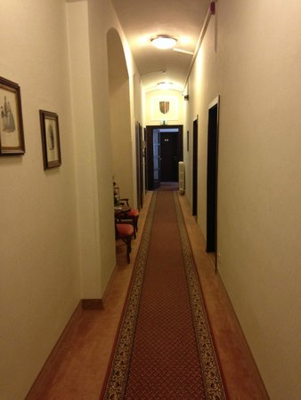 Hotel Austria : hallway