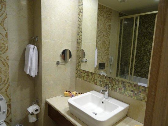 Melas Lara Hotel : Bathroom