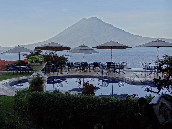 Hotel Atitlan : pool and view