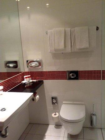 angelo by Vienna House Munich Leuchtenbergring: toilet & bath