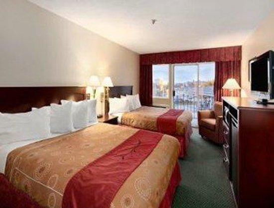 Travelodge Nanaimo: Two Queen Beds Executive Room