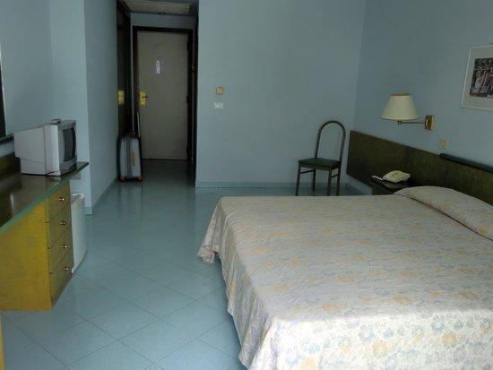 Hotel dei Congressi: Habitación amplia