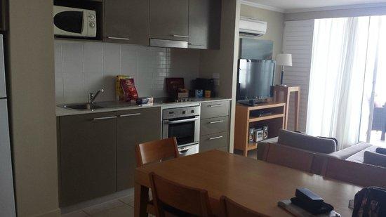 Oceans Resort & Spa Hervey Bay: Kitchen/dining