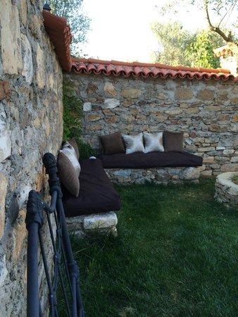 die sitzecke im garten bild von anatolia restaurant karacasu tripadvisor. Black Bedroom Furniture Sets. Home Design Ideas