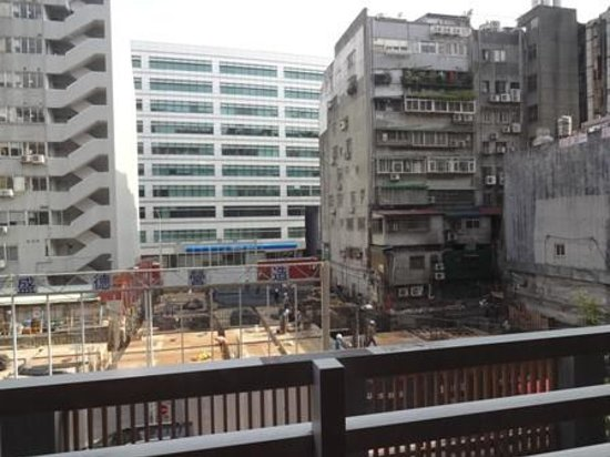 Imperial Hotel Taipei: 窓の外は工事中