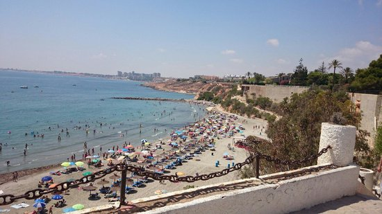 Playa de Cabo Roig: A very clean beach. The best we visited in our week on the Costa Blanca