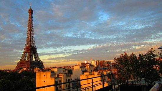 Shangri-La Hotel Paris : Sunrise in Paris - View From Room 62 Terrace