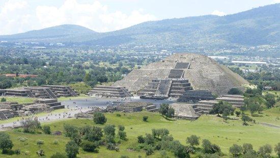 Basilica Lady of Guadalupe and Teotihuacan: Tempio della Luna