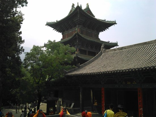 Luoyang Grand Hotel: Пагода у входа во внутренний двор