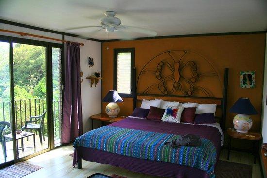 Lucky Bug B & B: Butterfly Room mit riesigem Bett