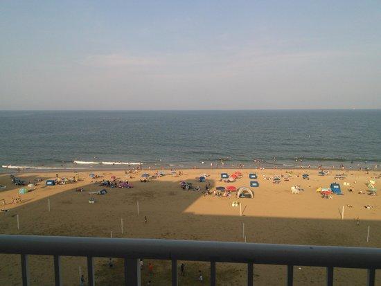 Hampton Inn Virginia Beach Oceanfront North: View from oceanfront balcony