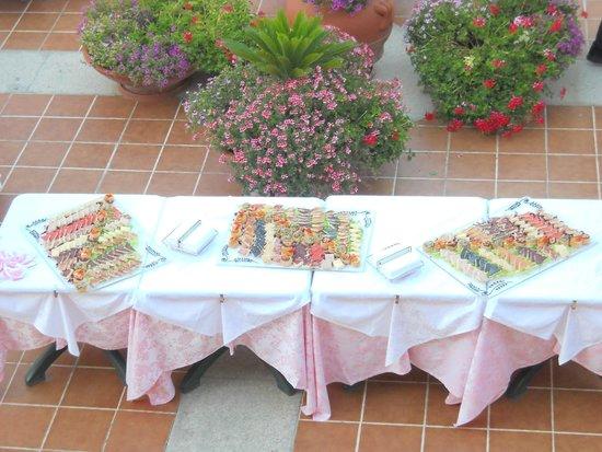 Club Hotel Torre Moresca : Rinfresco di benvenuto nella Piazzetta