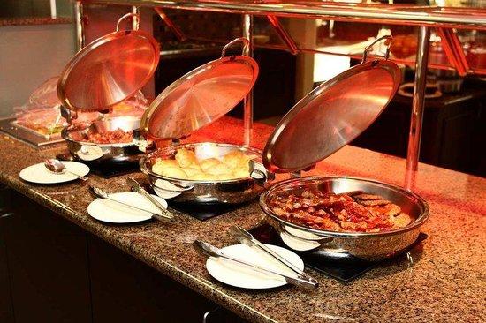 Hilton Garden Inn Winston Salem : Fresh Hot Breakfast