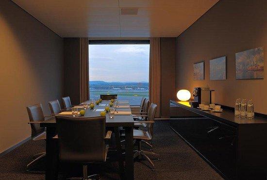 Radisson Blu Hotel, Zurich Airport: Boardroom