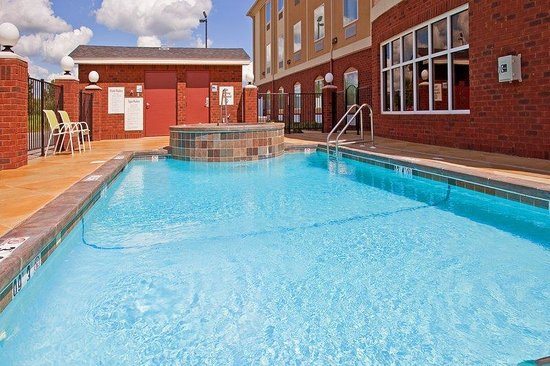 Holiday Inn Express Hotel & Suites Foley: Swimming Pool