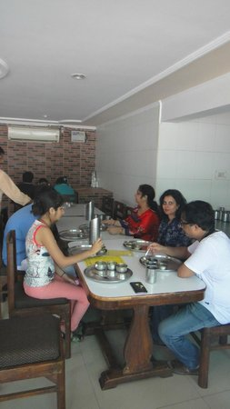 Ram Babu Parathe Wale: Having Brunch at Ram Babu Parathe Wala, Agra