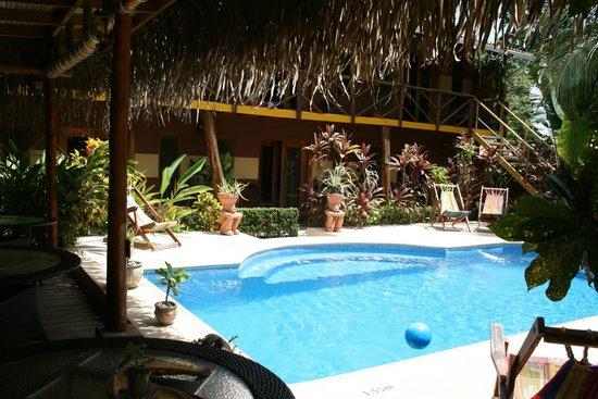 Samara Palm Lodge: Pool mit Innenhof...klein aber fein !